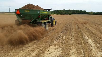 dry-compost-spreading